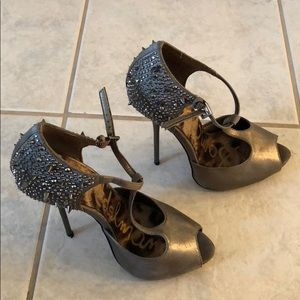 High heel shoes with studs